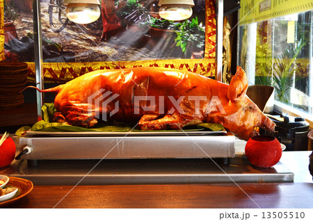 豚の丸焼きの写真素材 Pixta