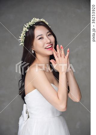4068e73d2a601 花嫁 ウェディングドレス 花冠 · 花嫁 ウェディングドレス ビューティー