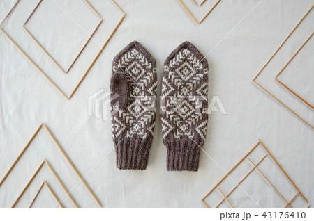 c3c5d1ea83687e 手編みの手袋 北欧柄 北欧ミトンの写真素材 - PIXTA