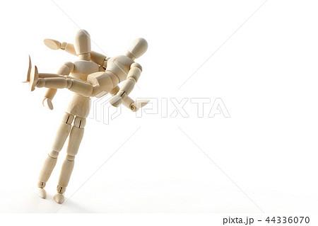 お姫様抱っこ カップルの写真素材 Pixta