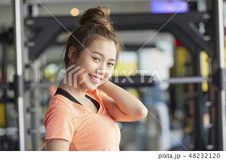 cda793545fd8d スポーツジム フィットネスジム フィットネス 女性の写真素材 - PIXTA
