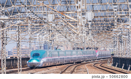 新幹線 はやぶさ こまち 連結の写真素材 Pixta